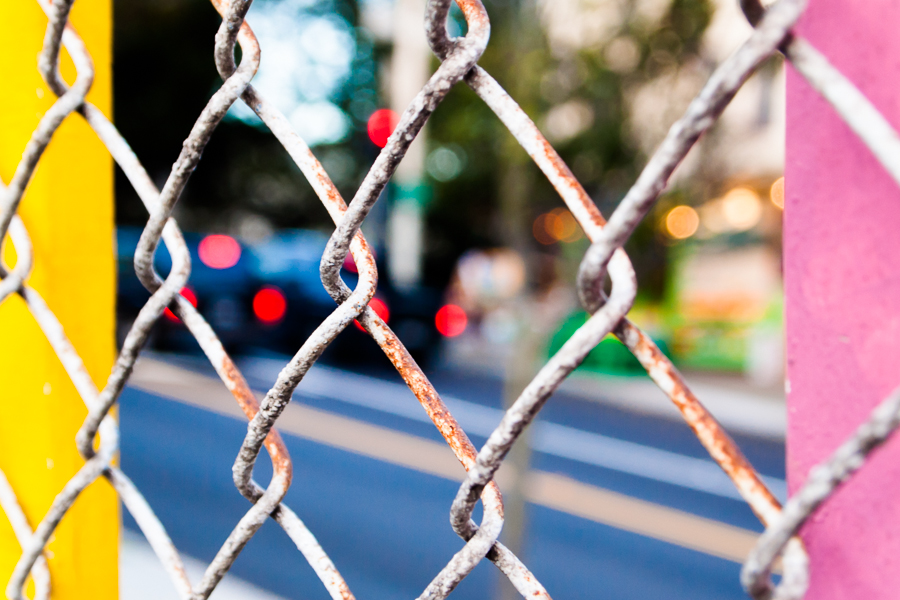 CHAIN LINK AND LIGHTS, USA by Carine